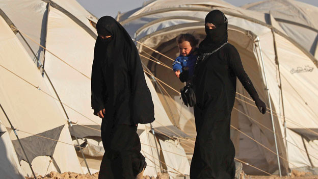 Zwei Frauen in einem Lager in Syrien. Symbolbild.