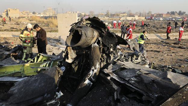 Wrackteile des in Iran abgestürtzen Passagierflugzeuges.