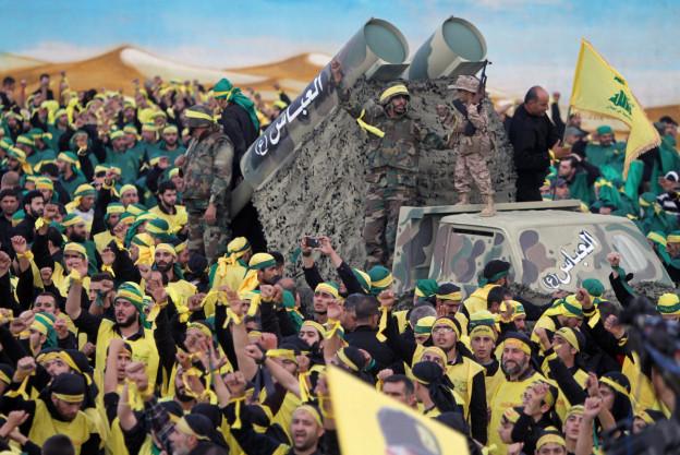 Hisbollah-Kämpfer bei einer Prozession anlässlich des schiitischen Feiertags Muharra im Libanon