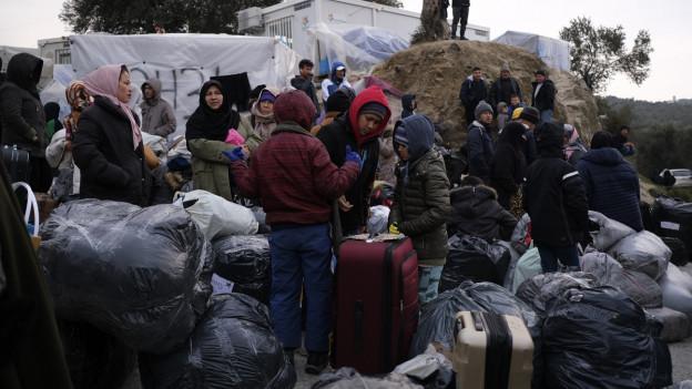 Eine Gruppe von Flüchtlingen auf der griechischen Insel Lesbos.