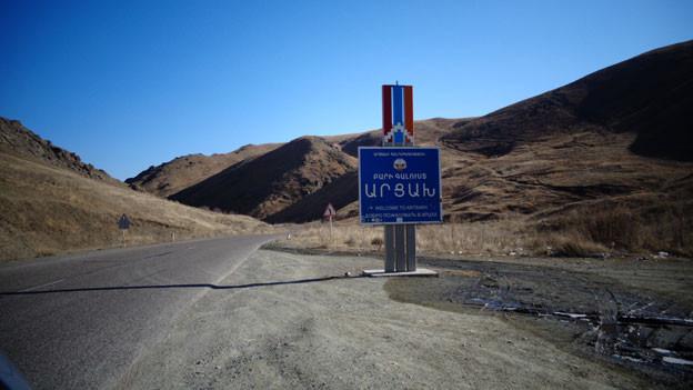 Hier beginnt die Republik Arzach – der nicht anerkannte Staat der Armenier, die sich von Aserbaidschan unabhängig erklärt haben.