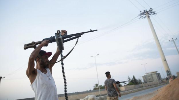 Ein bewaffneter Kämpfer in der Nähe von Tripolis (Archivbild: 2018).