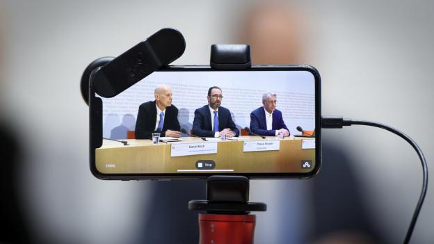 Daniel Koch, Pascal Strumpler und Gregor Luethy vom BAG sprechen an der Medienkonferenz über das Coronavirus.