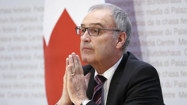 Bundesrat Guy Parmelin spricht während einer Medienkonferenz über die Situation des Coronavirus am 20. März 2020 in Bern.