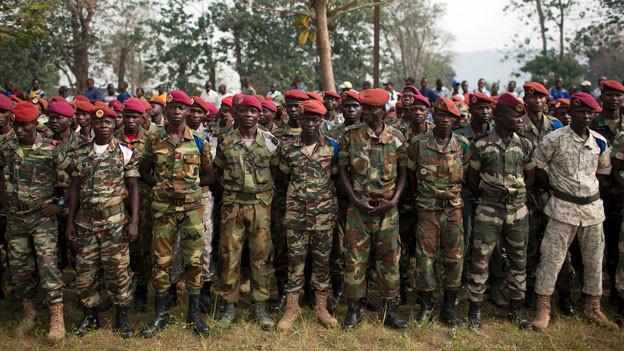 Soldaten der Zentralafrikanischen Republik – werden sie von russischen Söldnern trainiert?