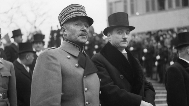 Das Bild zeigt General Guisan und Bundespräsident Marcel Pilet-Golaz gemeinsam, nebeneinanderstehend.