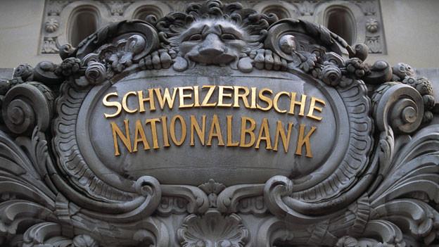 Am Eingang zur Schweizerischen Nationalbank.