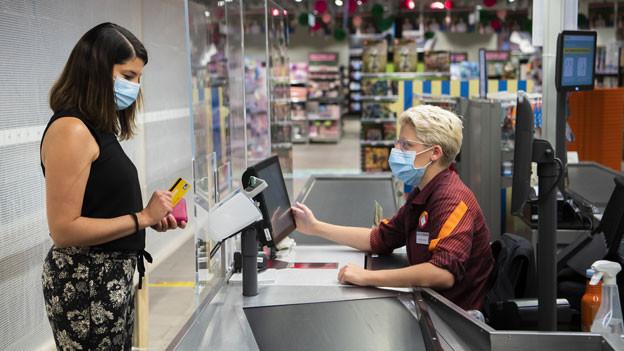 Masken sind in den Geschäften im Kanton Waadt obligatorisch.