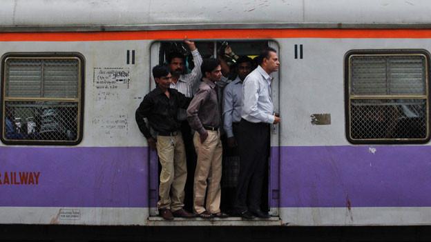 Pendlerzug in Mumbai.