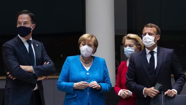 Das Bild zeigt EU-Staats- und Regierungschefs am Corona-Gipfel in Brüssel.