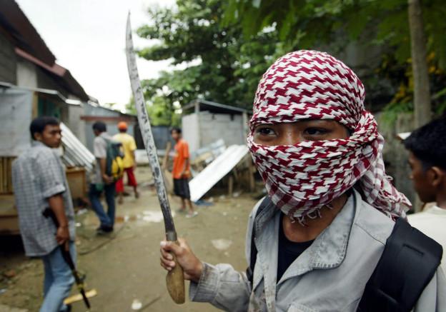 Indonesischer Muslim während den Unruhen auf den Molukken 2004