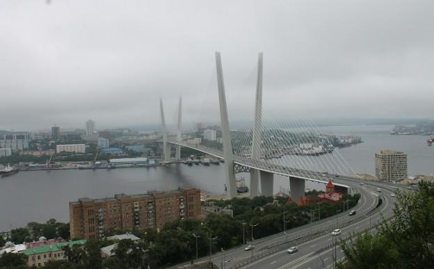 Die Solotoi-Brücke in Wladiwostok