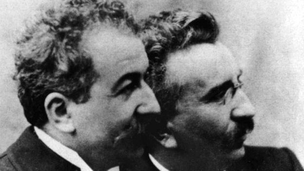 Louis und Auguste Lumière erfanden den Cinematografen.