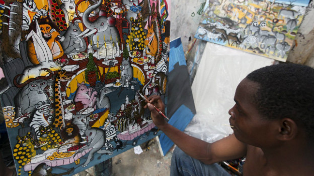 Jonasy Antony Likuba aus Tansania beim Malen eines Bildes im «Tingatinga»-Stil.