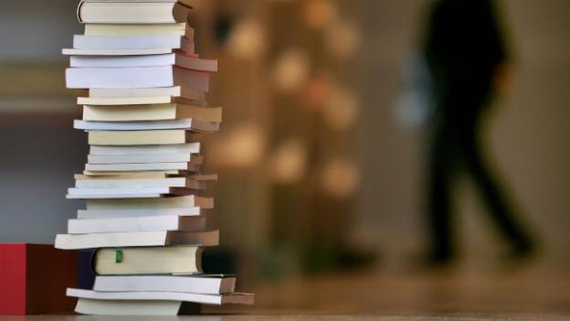 An der Frankfurter Buchmesse stapeln sich die Bücher. Gastland ist Brasilien.