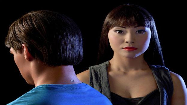 Real Humans - Echte Menschen Gruppenbild der Protagonisten: Lisette Pagler als Mimi/Anita.