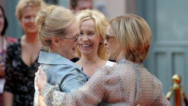 Starke Frauen im Film: Z.B. Meryl Streep (re) bei der Premiere des Films Mamma Mia in Stockholm 2008.