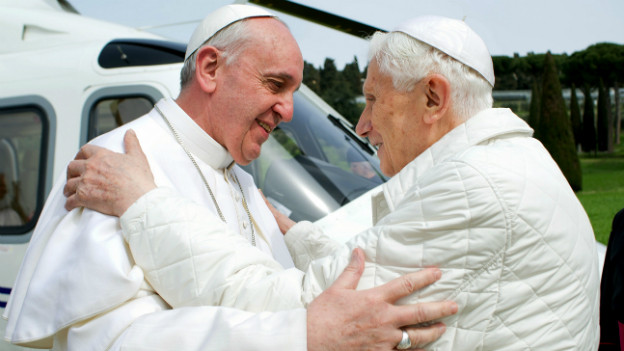 Die beiden Päpste nach einem Mittagsessen in der päpstlichen Sommerresidenz.