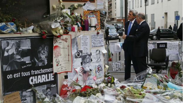 US-Aussenminister John Kerry besucht die Gedenkstätte für die Opfer des Anschlags auf Charlie Hebdo in Paris.