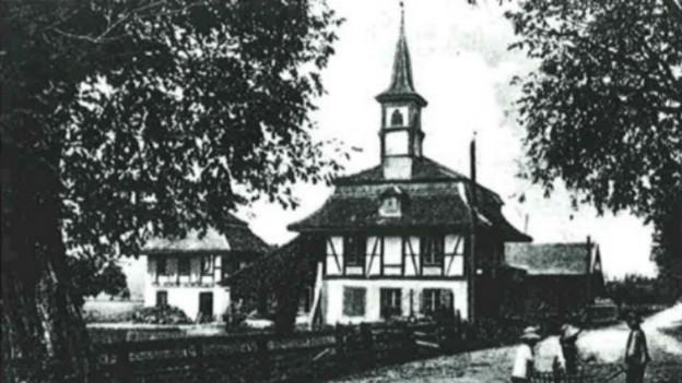 Eine Fotografie um 1900 mit einer Ansicht der Käserei von Kiesen