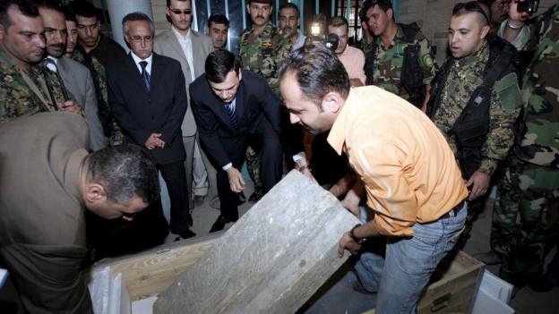 2008 hält der Irak Kulturgüter zurück, die zuvor als Raubkunst auf einem syrischen Schwarzmarkt aufgetaucht waren.