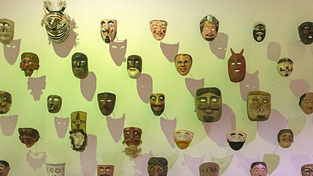 Holzmaskensammlung im Museum