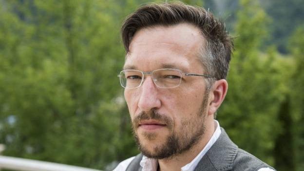Zu sehen ist der Schriftsteller Lukas Bärfuss