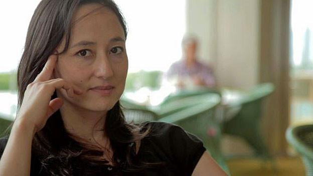 Aya Domenig. Portraitbild.