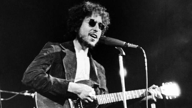 Zu sehen ist Bob Dylan bei einem Auftritt in New York 1972.