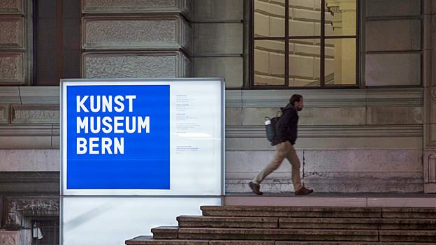 Blick auf den Eingang zum Kunstmuseum Bern.
