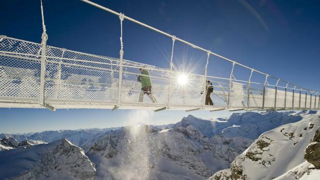 Viel Schnee in der Zentralschweiz - Hängebrücke auf dem Titlis