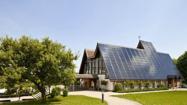 Solaranlage auf dem Dach der ökumenischen Kirche Halden in Sankt Gallen