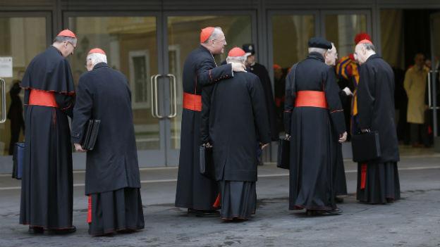 In strenger Abgeschiedenheit wählen die 115 Kardinäle einen neuen Papst.