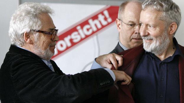 Trickdiebkünstler Charly Borra (links) verrät der Zürcher Stadtpolizei die Tricks der Taschendiebe