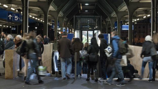 Menschenströme am Bahnhof Cornavin