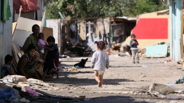 Armut in einer Romasiedlung in Kosovo.