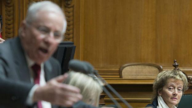 Christoph Blocher weibelt im Parlament für die SVP-Familieninitiative.