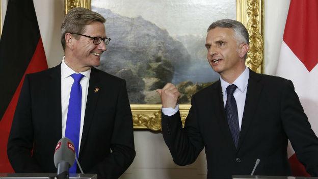 Aussenminister Didier Burkhalter mit seinem Deutschen Amtskollegen Guido Westerwelle.