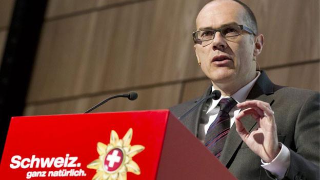 Jürg Schmid, Direktor Schweiz Tourismus, spricht während der Jahresmedienkonferenz von Schweiz Tourismus, am Dienstag, 21. Februar 2012 in Zürich.