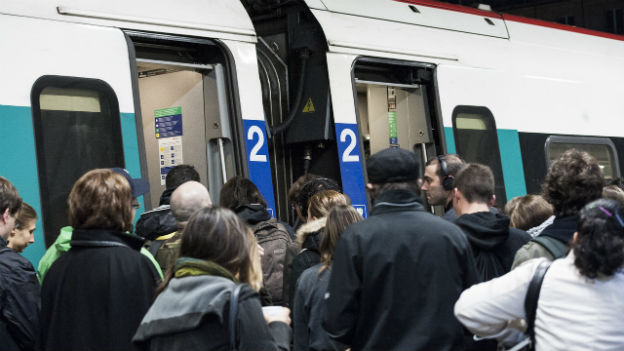Gerade zu Stosszeiten ist das Gedränge in den Zügen gross.