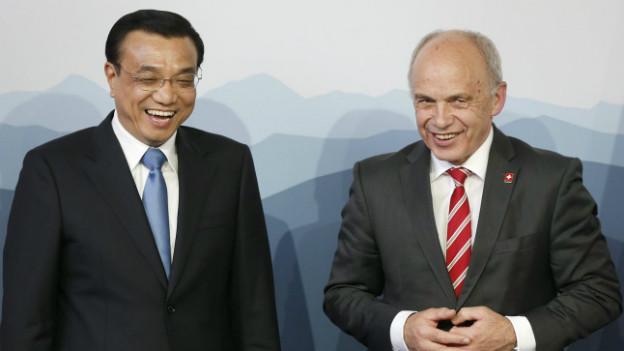 Gute Stimmung: Bundespräsident Ueli Maurer und Chinas Ministerpräsident Li Keqiang (rechts).