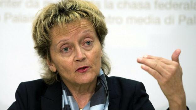 Bundesrätin Eveline Widmer-Schlumpf an einer Medienkonferenz am 17. Mai 2013