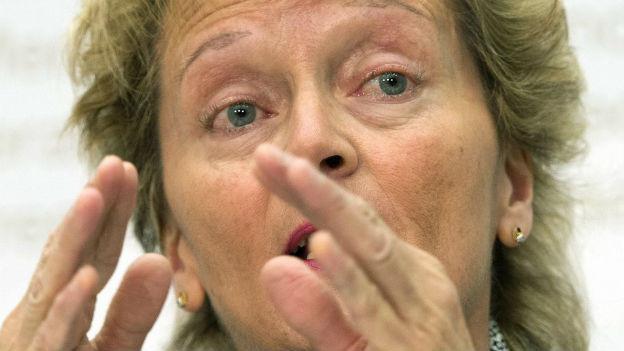 Eveline Widmer Schlumpf erklärt vor den Medien den Steuerdeal mit den USA