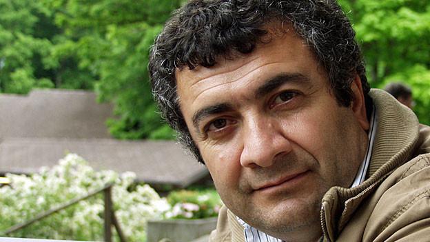 Der kurdisch-syrische Filmemacher Mano Khalil. Sein neuester Film «Der Imker» läuft dieser Tage im Kino an.