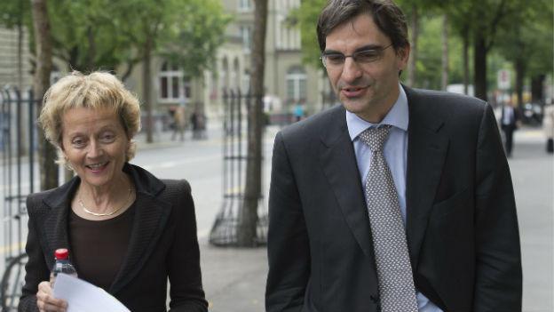 Bundesrätin Widmer-Schlumpf und Experte Brunetti.