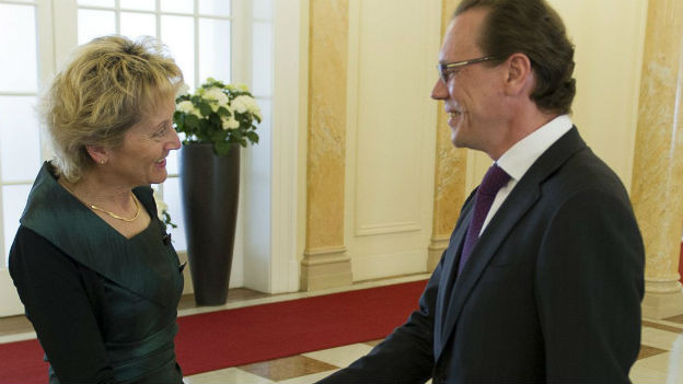 Finanzministerin Eveline Widmer-Schlumpf trifft EU Steuerkommissar Algirdas Schemeta.