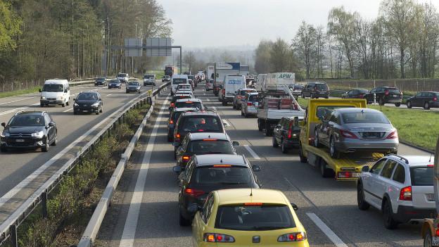 Seit 1990 hat sich der Verkehr verdoppelt, der Bundesrat will deshalb für die Nationalstrassen einen Fonds einrichten