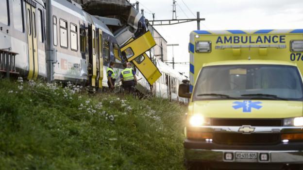 Der Zusammenstoss zwischen zwei Zügen forderte ein Todesopfer.