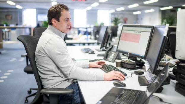 Die ersten Tage am Arbeitsplatz erleben viele Menschen als zäh.