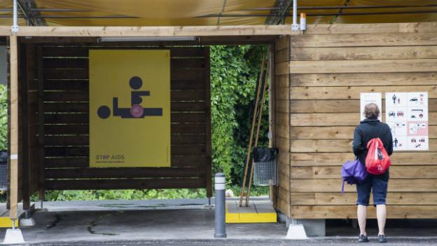 Eine Besucherin am «Tag der offenen Türe» der Sexboxen in Zürich-Altstetten am 24.8. 2013..